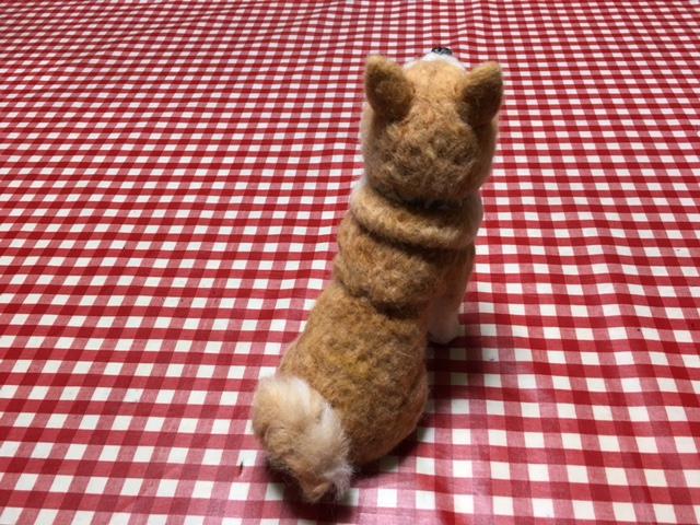 岳は去勢した事が影響してか!?ポッチャリさんで背中のお肉も良く似ています。 右向きの巻尾もソックリ!!
